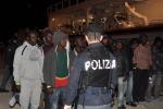 Sbarco di 731 migranti ad Augusta, sette presunti scafisti fermati