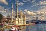 Autobomba contro i poliziotti a Istanbul, feriti