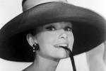 Chiffon e cappelli: la moda strizza l'occhio agli anni Cinquanta