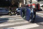 Auto si ribalta, traffico in tilt in via Libertà: tutte le foto