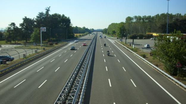 93 anni, autostrada, udine, Sicilia, Cronaca