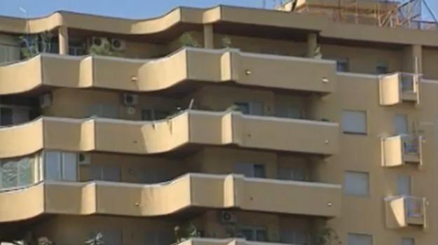 abusivi, CASA POPOLARE, Palermo, Cronaca