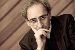 Cade dal palco mentre canta e si rompe il femore: paura al concerto per Franco Battiato