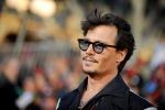 Johnny Depp ferito ad una mano: a rischio le riprese di Pirati dei Caraibi - Foto