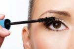Tutti pazzi per il mascara: è il beauty trend dell'anno