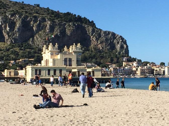 Matrimonio Spiaggia Mondello : Torna a splendere il sole su palermo assalto alla
