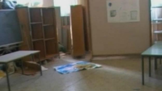 canicattì, furti, scuola, vandalismo, Agrigento, Cronaca