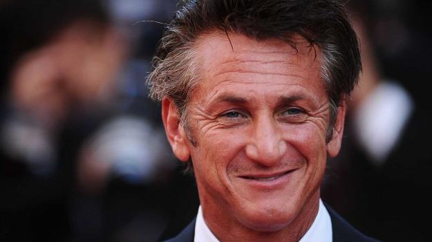 Sean Penn, Sicilia, Società