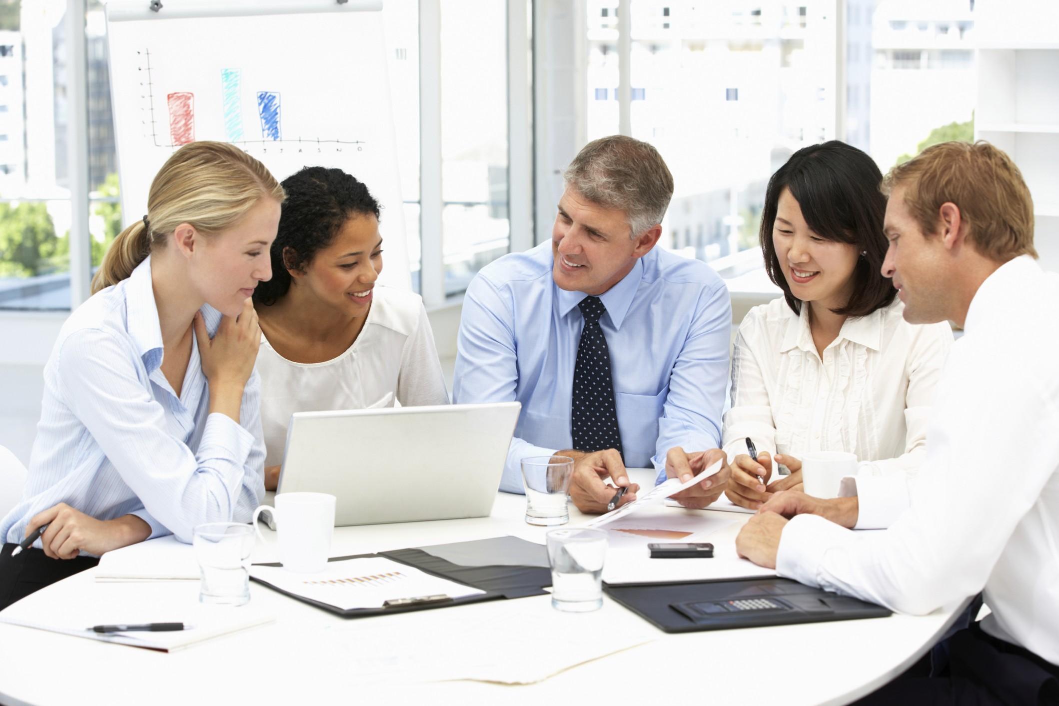 Ufficio Lavoro : Lavoro di squadra macchè in ufficio ci si aiuta solo per calcolo