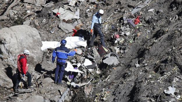 airbus, Germanwings, ricerche, vittime, Sicilia, Mondo