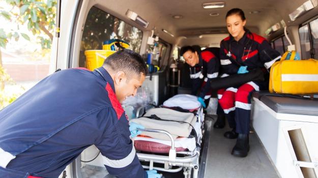 ambulanza, catania, Giarre, Catania, Cronaca