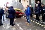 Cede l'asfalto, autobotte finisce in una voragine a Canicattì