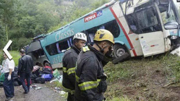 40 morti, Brasile, precipita, pullman, Santa Catarina, Sicilia, Mondo