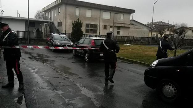 41enne, Cuneo, Savigliano, sprangate, ucciso, Sicilia, Cronaca