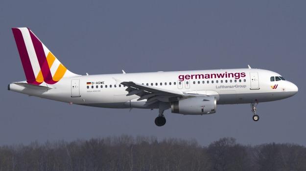 27 anni, 6 miliardi, aereo, Airbus 320, passeggeri, Sicilia, Mondo