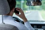 Manovra, saltano la stretta sull'uso dei cellulari alla guida e il taglio dei vitalizi