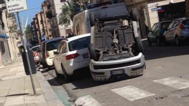 incidente stradale, Palermo, via la farina, Palermo, Cronaca