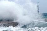 Maltempo in Sicilia, interrotti i collegamenti con le isole minori