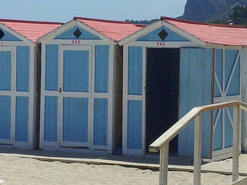 Mondello ad aprile parte la campagna abbonamenti per le for Planimetrie della cabina della spiaggia