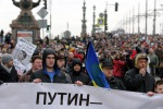 In migliaia in piazza a Mosca per ricordare Nemtsov - le foto