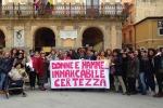 """Donne No Muos"", in centinaia alla manifestazione di Niscemi: fantocci bruciati - Foto"