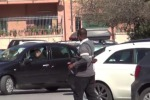 Siracusa, una turista denuncia ai vigili un parcheggiatore abusivo