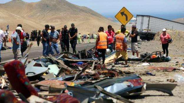 32 vittime, autostrada, incidente, Perù, scontro, Sicilia, Mondo