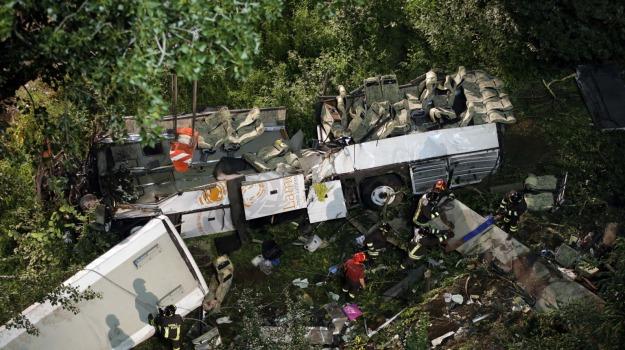 bus, CINA, incidente, vittime, Sicilia, Mondo