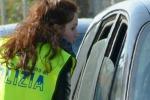 Poliziotti ai semafori al posto dei lavavetri: la protesta dei Sap