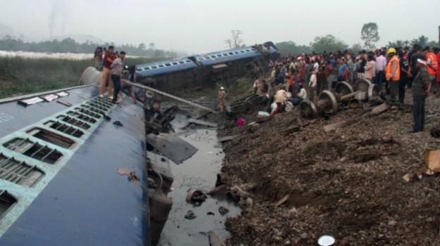 6 morti, deragliato, india, treno, Sicilia, Mondo