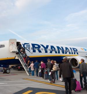 Rivoluzione bagagli a mano sui voli Ryanair: da oggi niente più trolley gratis in cabina