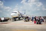 Slitta la partenza volo Ryanair Roma-Catania, i passeggeri protestano