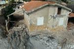 Erosione della costa e frane: ad Agrigento una casa sospesa... sul nulla - Video