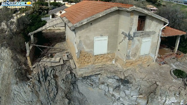 casa in bilico, zingarello, Agrigento, Cronaca