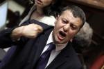 Il governo pone la questione di fiducia sull'Italicum, scoppia la protesta: le foto