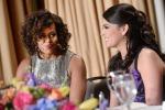 """Taglio corto e mosso: il look """"disco music"""" di Michelle Obama - Foto"""