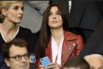 Monica Bellucci va allo stadio, e il Paris Saint Germain perde: in tribuna la sua scollatura... generosa - Video