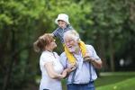 """I nonni sono """"d'aiuto"""" per oltre il 78 per cento delle famiglie"""