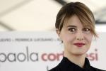 Paola Cortellesi di nuovo sul set: parlo di donne tra forza e fragilità
