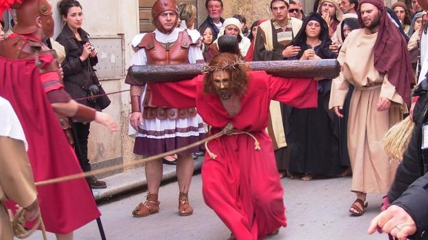 gruppo espulso, processione trapani, Trapani, Cronaca