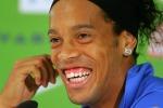 Ronaldinho in campo e la sua simulazione... da Oscar - Video