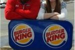 Burger e King si sposano: a pagare il matrimonio è il fast food