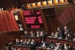 L'Italicum supera il primo scoglio alla Camera, il governo autorizza la fiducia