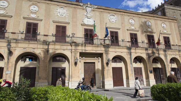 comune monreale, crollo tetto, Sicilia, Cronaca