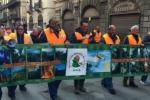 Protesta a Palermo, operatori forestali sfilano in città - Il video