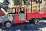 Giarre, l'ombra del racket nell'incendio di un autocarro
