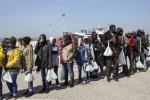 Ad Augusta nave militare con 446 migranti a bordo
