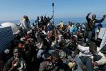 Primo salvataggio del 2017 nel Mediterraneo: soccorso gommone con a bordo 114 migranti