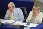 "Guerra in casa Le Pen, Jean-Marie alla figlia: ""Mi difenderò e attaccherò"""