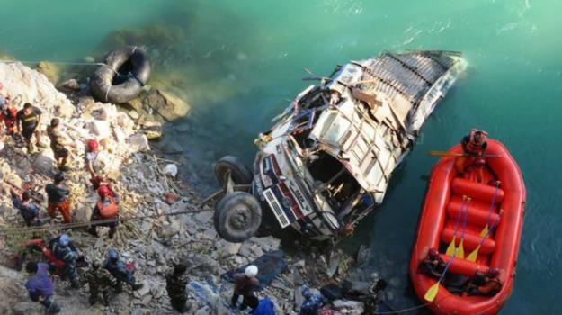 AUTOBUS, feriti, incidente, Nepal, vittime, Sicilia, Mondo